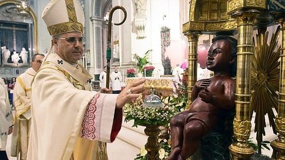 """Palermo, alla messa di Natale il piccolo Gesù è di colore. Lorefice: """"Rimaniamo umani"""""""
