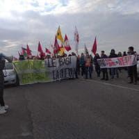 """Sigonella, il corteo pacifista: """"Chiudere le basi, fermare la guerra"""""""