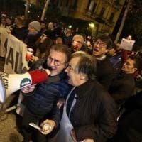 Palermo, centinaia di fiaccole per non spegnere Almaviva