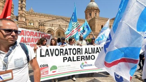 """Oggi sciopero dei call center a Palermo, il """"popolo delle cuffie"""" in corteo"""