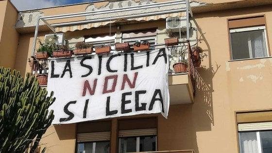Salvini sbarca a Palermo. E torna la protesta dei lenzuoli