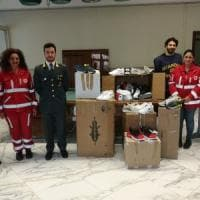 Palermo, la guardia di finanza devolve in beneficienza 230 paia di scarpe
