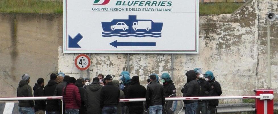 Coronavirus, controlli sulla A2 per chi è diretto in Sicilia: i tir deviati a Reggio Calabria