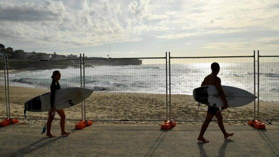 Coronavirus: in quattro a mare con le tavole da surf, denunciati dai carabinieri a Vittoria