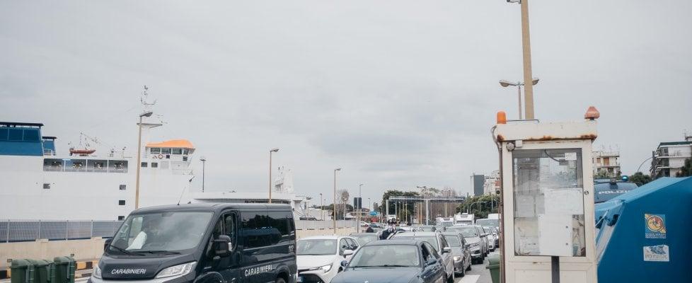 Coronavirus, l'odissea dei siciliani bloccati nello Stretto: Due Intercity non vanno in Sicilia