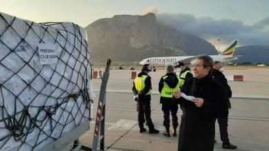 A Palermo un aereo cargo con 40 tonnellate  di dispositivi acquistati dalla Regione   Video