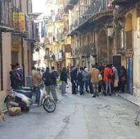 """Palermo, code al Caf senza le mascherine: """"È assurdo che nessuno vigili su questa situazione"""""""