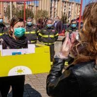 Coronavirus, i pacchi di generi alimentari distribuiti dai vigili del fuoco di Palermo