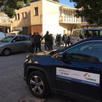Coronavirus Palermo, i volontari Anpas donano pacchi spesa in un condominio occupato
