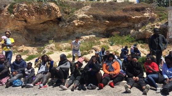 """Coronavirus, Lamorgese assicura: """"Una nave per la quarantena anche a Lampedusa"""""""