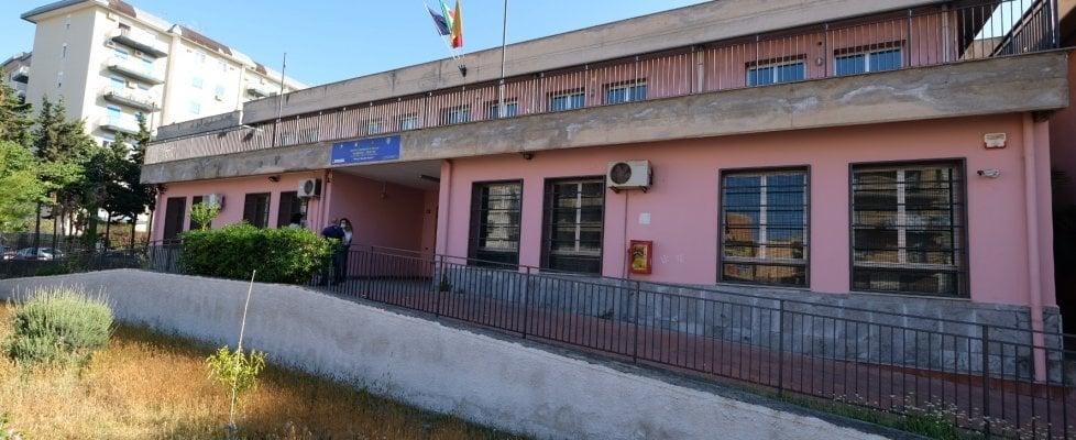 """Palermo, scuola devastata alla Sperone. Azzolina: """"Il ..."""