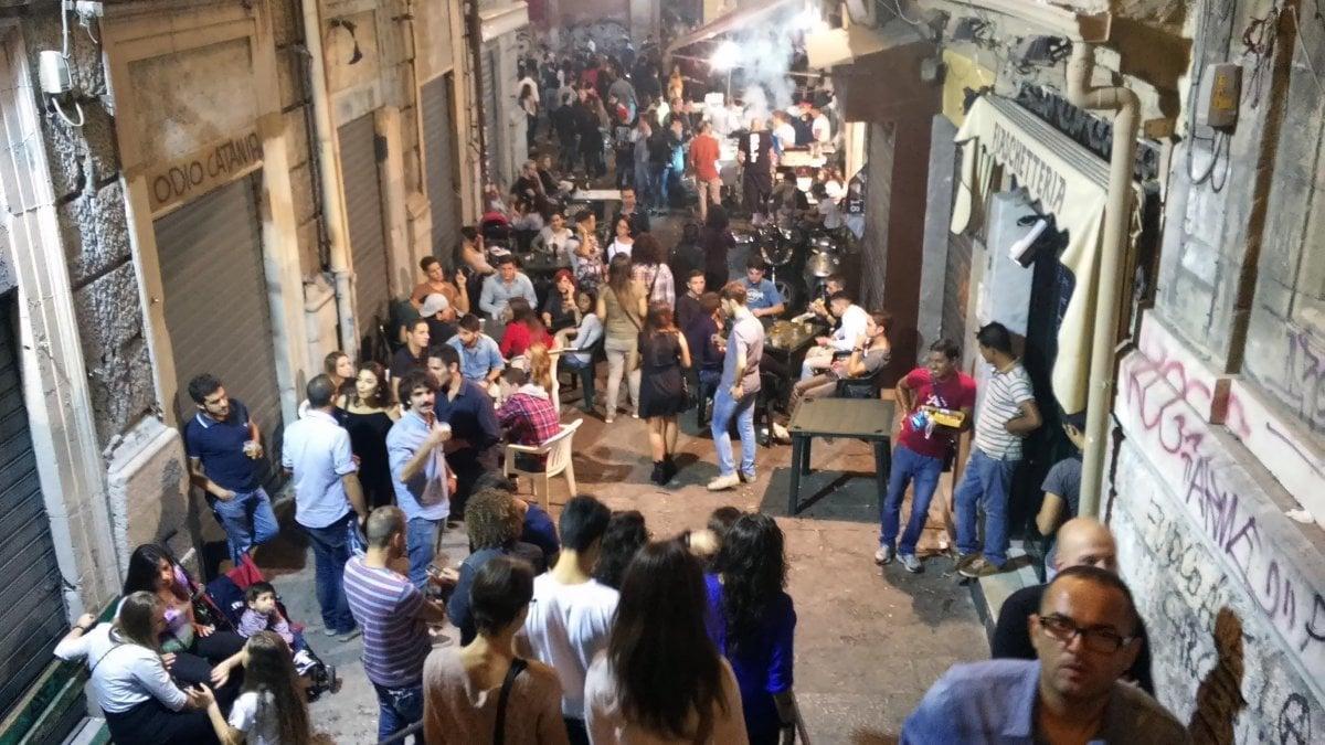 Palermo, la fase 2 della movida: folla di giovani senza mascherina