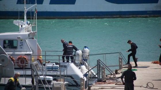 Migrante si getta in mare dalla Moby Zazà: morto