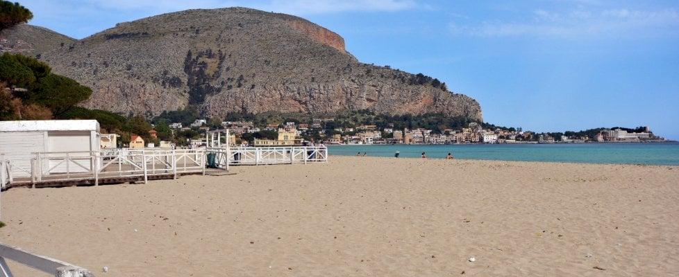 Fase 2, in Sicilia stagione balneare al via il 6 giugno. Bar e ristoranti dei lidi aprono il 22 maggio