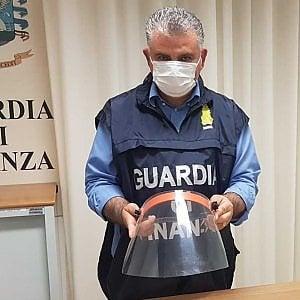Palermo, aumenta il prezzo di mascherine e visiere: denunciato il titolare di una ferramenta