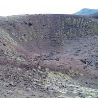 Le mille immagini dell'Etna: il fumo dalle bocche eruttive e il paesaggio lunare dei crateri