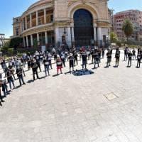 """Palermo, fotografi e videomaker in piazza: """"Annullati i matrimoni e noi senza aiuti"""""""