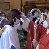 Mazara del Vallo, ripartono i battesimi: sacramenti a quattro immigrati africani