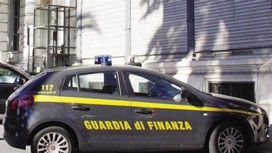 Catania, blitz nella più grande discarica siciliana: cinque