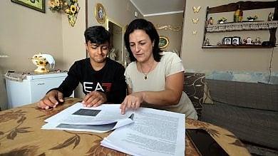 Rep   :    Palermo, notte prima degli esami allo Zen 2: licenza media per mamma e figlio