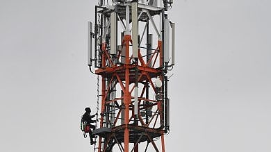 Palermo, caos in consiglio comunale  per gli impianti 5G