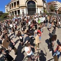 """Palermo per George Floyd, piazza Politeama urla """"I can't breathe"""""""