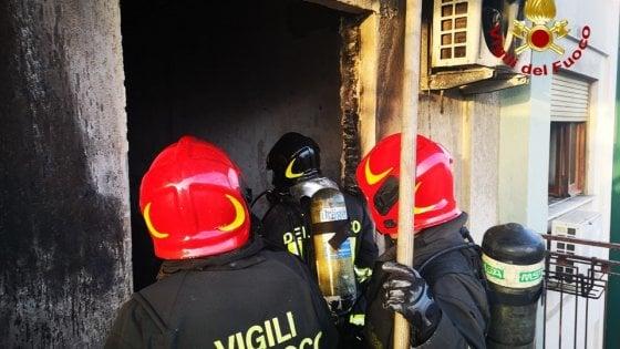 Palermo, incendio in un appartamento: muore un'anziana, si salvano figlia e marito