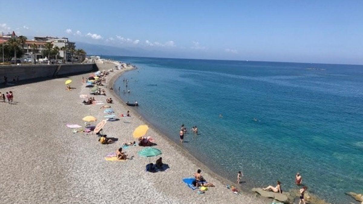 Duemila spiagge da controllare: i sindaci siciliani ci provano col fai-da-te