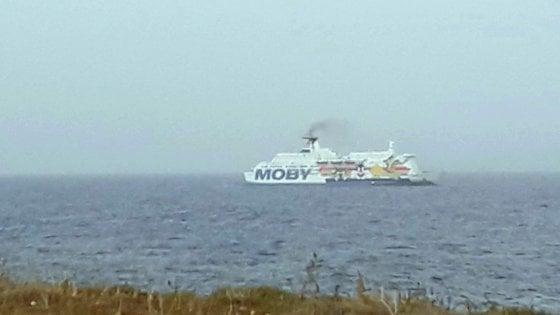 Porto Empedocle, 28 migranti positivi al Covid sulla nave Moby Zazà. Uno ricoverato