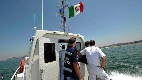 Marittimo si lancia in mare dal traghetto Palermo-Napoli: trovato vivo dopo ore