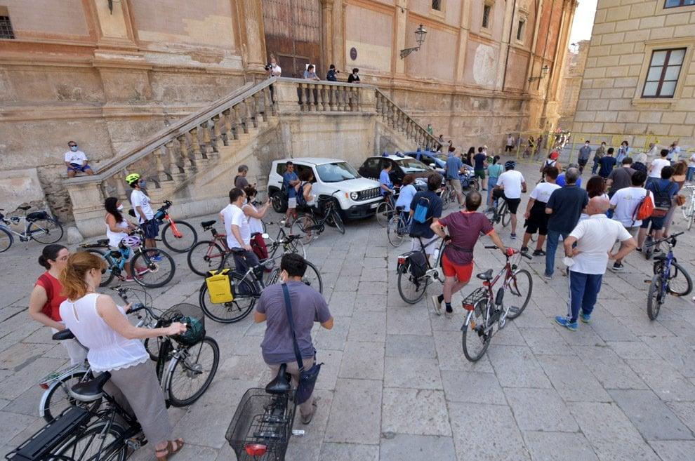 Palermo, in cento al municipio con le bici per chiedere nuove piste ciclabili