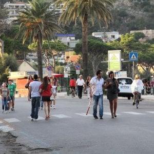 Palermo, lungomare di Mondello pedonale a luglio