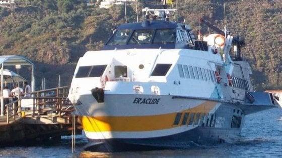 Milazzo, principio di incendio nell'aliscafo in arrivo al porto