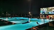 Più fresco di un'arena più comodo del drive in arriva il cinema in piscina