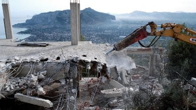 Ars, primo sì alla sanatoria edilizia  col voto favorevole dei renziani