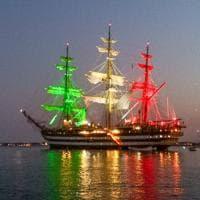 Siracusa, l'Amerigo Vespucci dà spettacolo col tricolore
