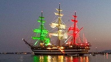 Siracusa, l'Amerigo Vespucci  dà spettacolo col tricolore  Foto