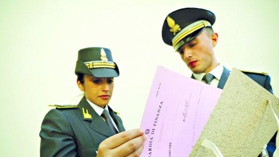 Catania, crediti fittizi per pagare meno tasse: 24 arrestati