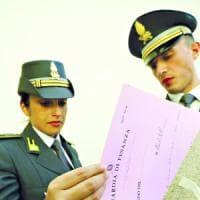 Catania, crediti fittizi per pagare meno tasse. Tra i 24 arrestati il commercialista che...