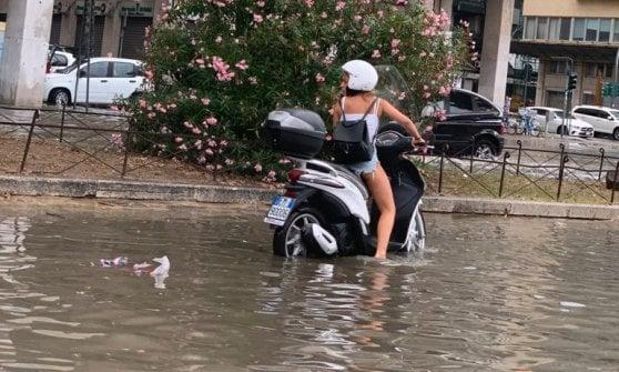 """Temporale a Palermo. """"Ho visto una coppia sparire nell'acqua"""". I vigili: """"Nessuna vittima"""""""