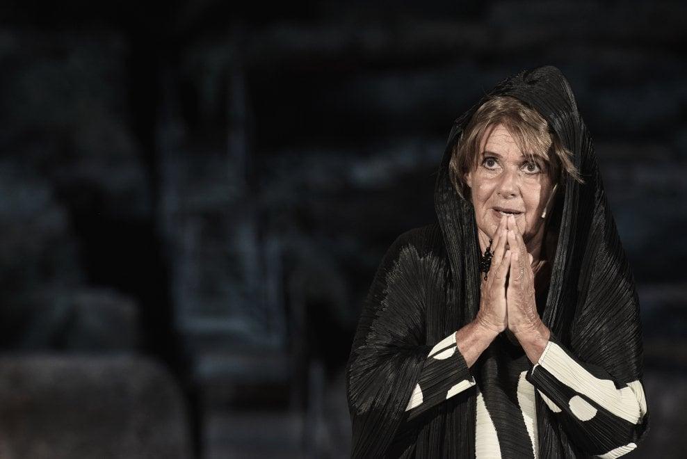 """Siracusa, Lella Costa interpreta """"La vedova Socrate"""" per i 100 anni di Franca Valeri"""