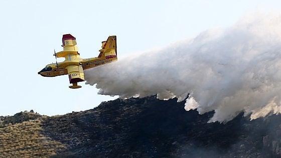 Sicilia |  a fuoco boschi e contrade |  a Piazza Armerina sgomberate alcune famiglie