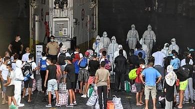 Migranti, è arrivata a Lampedusa  la nave per la quarantena    Video