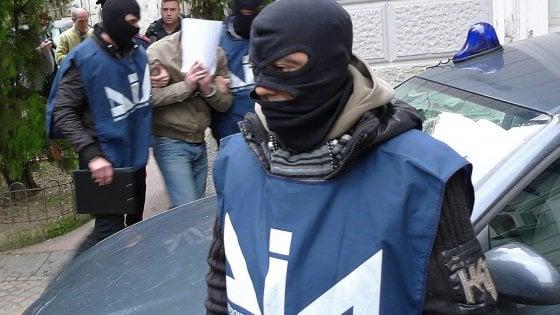 Palermo, rifiuti e corruzione. Mazzetta al direttore tecnico della discarica di Bellolampo: tre arresti