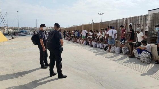 """""""Entro le 24 di domani i migranti fuori dalla Sicilia"""": Musumeci firma l'ordinanza"""
