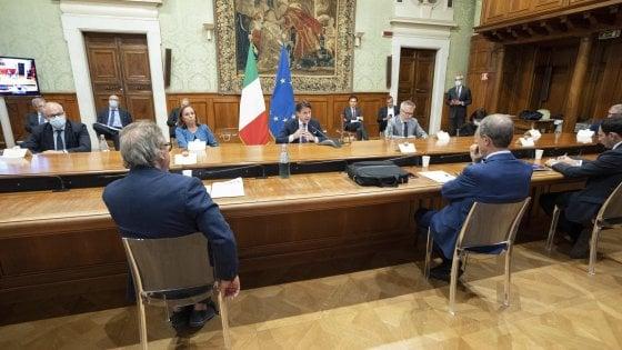 """Palazzo Chigi, Conte dopo vertice con Musumeci: """"Via i migranti da Lampedusa"""""""
