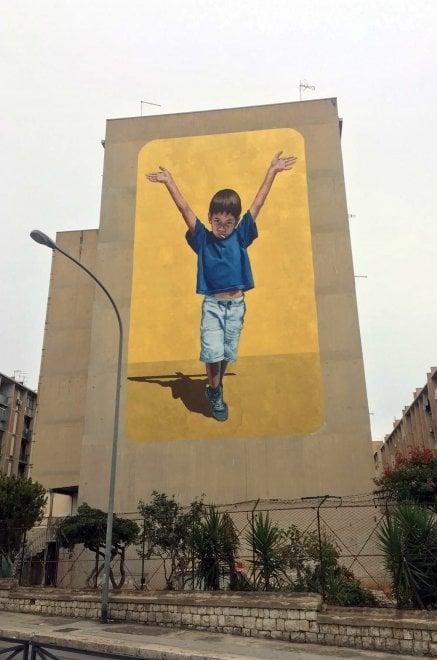 """Palermo, """"Il futuro riparte dalla scuola"""", il murale allo Sperone"""