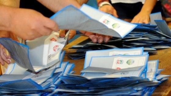 Sicilia, stretta anti-Covid ai seggi del referendum: gel anche per le matite
