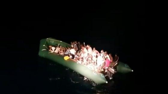 Open Arms verso Palermo con 275 migranti, tensione a bordo