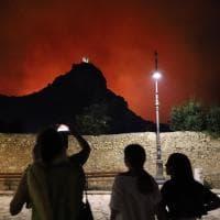 Scopello, un incendio minaccia di nuovo lo Zingaro. I piromani hanno appiccato il fuoco in tre punti